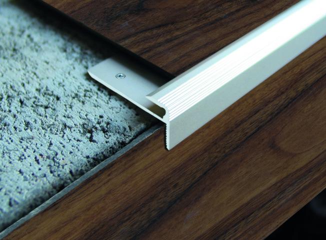 linoflex treppenkantenprofil f r linoleum und d nnsichtige bel ge europrofil. Black Bedroom Furniture Sets. Home Design Ideas